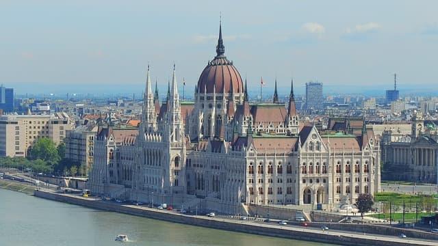 21guides_52_013168000-1619127002_Budapest-Hungria(0).jpg