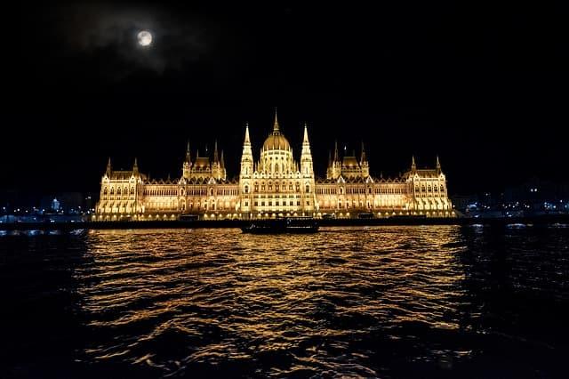21guides_52_015246500-1619127002_Budapest-Hungria(5).jpg