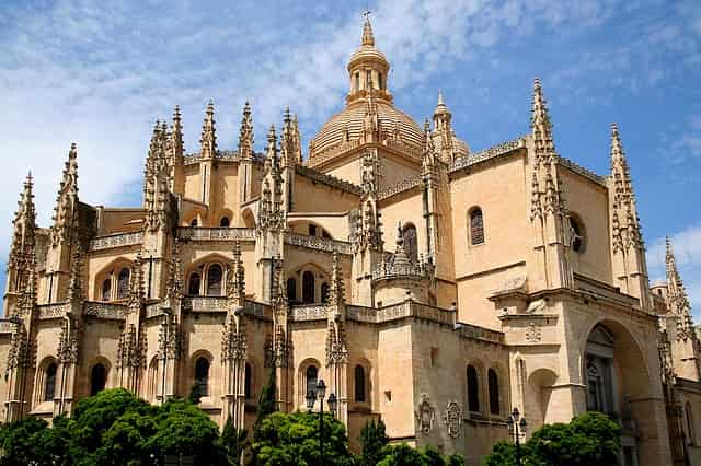 21guides_57_040785700-1625154908_Segovia-Espana(1).jpg