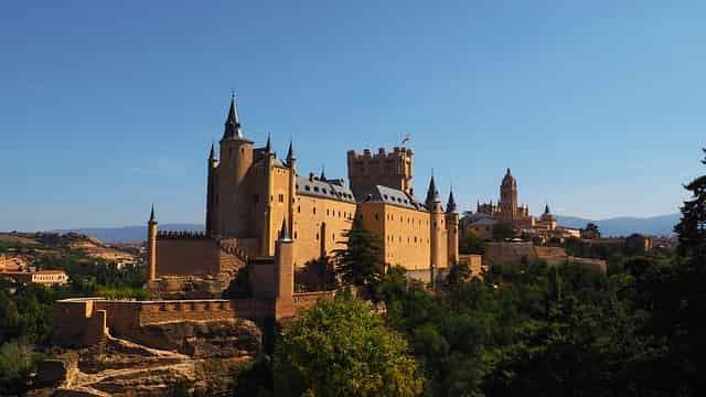 21guides_57_040859200-1625154908_Segovia-Espana(2).jpg